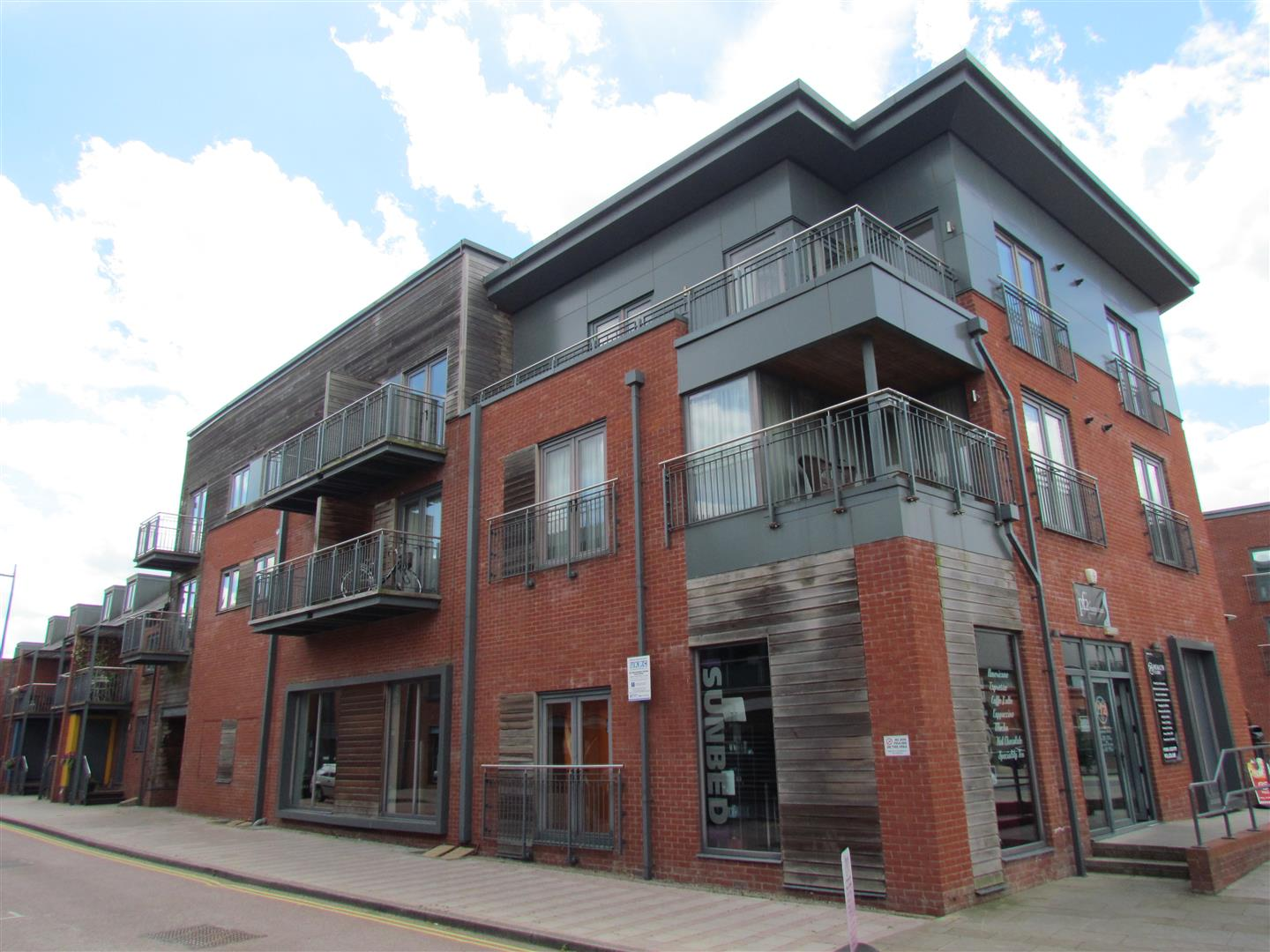 2 Bedrooms Flat for sale in Layland Walk, Worcester